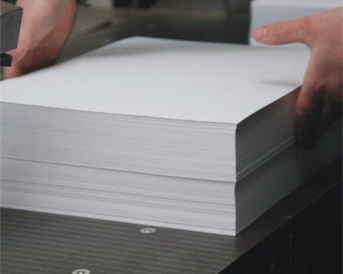 Резка бумаги, картона на листы
